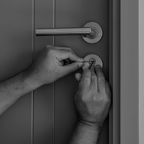 Servis a otváranie všetkých typov dverí
