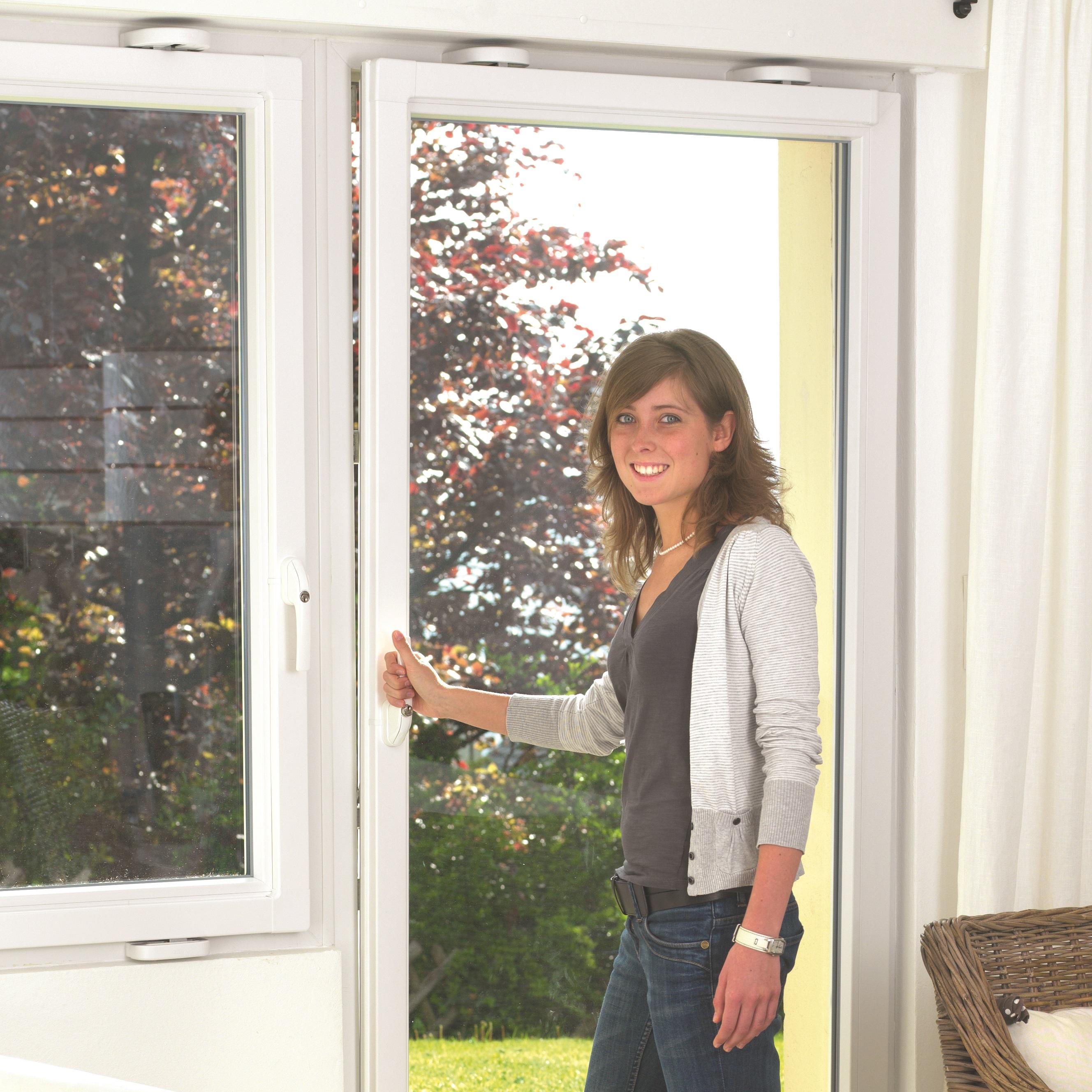 03bbf17cc7 Ako zabezpečiť okná - Zabuchnuté dvere